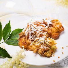 "Frittierte Hollerblüten (""Hollerstrauben"") Strudel, Tandoori Chicken, Meat, Ethnic Recipes, Desserts, Food, Cooking Recipes, Kaiserschmarrn, Deep Frying"