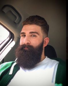 Sculpt your beard like this man by heading over to www.razette.com
