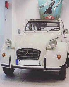 La France 🇫🇷🇫🇷🇫🇷 #2cv #citroen2cv #citroen #2cvcitroen #2cvphotography #citroën2cv #2cvcharleston #2cvpassion #nimes #gard… France, Vehicles, Instagram, Car, Vehicle, French, Tools