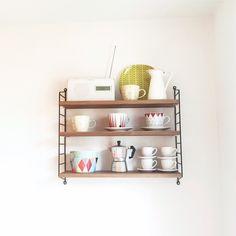 string regal pocket esche wei string regal skandinavisches design und regal. Black Bedroom Furniture Sets. Home Design Ideas