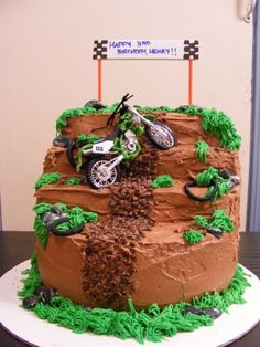 Boy's Motorbike Cake... I want to do this for Adrian's first!! Motorcross Cake, Bolo Motocross, Motorcycle Cake, Motorcycle Birthday Cakes, Dirt Bike Birthday, Cupcakes, Cupcake Cakes, Dirt Bike Cakes, Little Boy Cakes