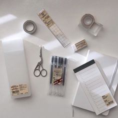 School Stationery, Cute Stationery, Muji Stationary, Cute Desk, University Life, Bullet Journal Inspo, Studyblr, Study Motivation, School Supplies