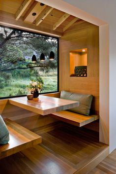 kitchen nook design - choice of wood covering the entire space, differentiating it from the exterior wall