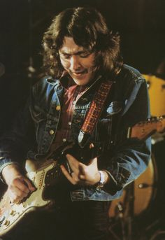 Apprends à jouer de la #guitare comme Rory Gallagher sur https://www.MyMusicTeacher.fr !