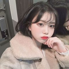 Find images and videos about korean, ulzzang and themes on We Heart It - the app to get lost in what you love. Pretty Korean Girls, Cute Korean Girl, Asian Girl, Korean Short Hair, Korean Face, Asian Cute, Pretty Asian, Cute Kawaii Girl, Cute Japanese Girl