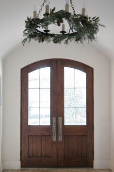 Marie Flanigan Interiors -  A Quick Guide to Holiday Decor with Artificial Greenery - Neutral Garland - Entryway Garland - Garland on Chandelier