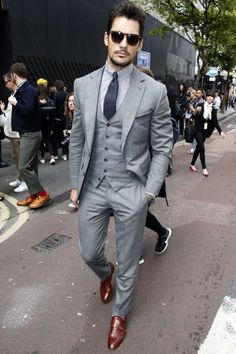 Custom made Mens Light Grey Suits Jacket Pants Formal Dress Men Suit Set men wedding suits groom tuxedos(jacket+pants+vest+tie)) anzug Mode Masculine, David Gandy Suit, David Gandy Style, Terno Slim, Formal Dresses For Men, Formal Suits For Men, Formal Wear, Herren Outfit, Well Dressed Men