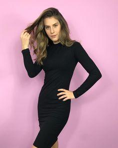 """56 curtidas, 4 comentários - coleteria ♡ (@coleteria) no Instagram: """"Já no site nosso vestido básico manga longa na cor preta!!! Vai com tudo (principalmente com nossos…"""""""
