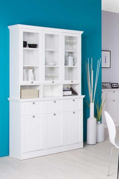 Buffetschrank in weiß,3 Türen, 3 Schubkästen, 3 Glastüren (9 Ablagen dahinter), 3 offene Fächer, Glastüraufsatz ca. 30 cm tief,Maße:ca. 120/200/40 cm