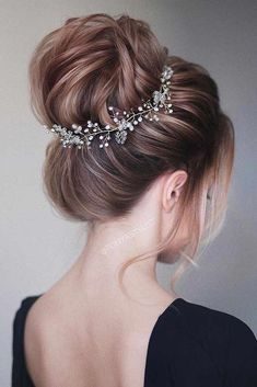 30 Great Hair Updos for Christmas ★ Updo Ideas for Perfect Look Picture 1 ★ See more: http://glaminati.com/great-hair-updos-christmas/ #updohair #christmashairstyles #UpdosLoose