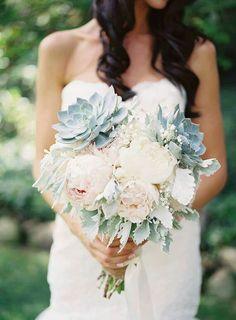 #dica #tip #decor #inspiração #casamento #festas #party #planejamentodeeventos #barradatijuca Bouquet bucólico, elegante e ideal para noivas delicadas. {Foto retirada da internet} >>> Confira o site http://www.festaxdecor.com.br
