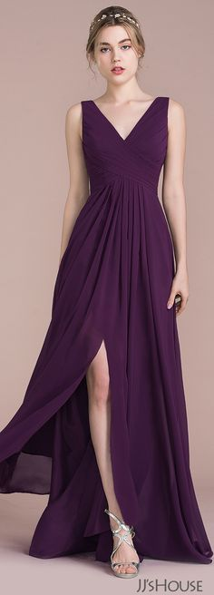 Made with irresistible chiffon, this A-line bridesmaid dress proves that style is all in the details. It features a chic ruched bodice which adds a simple touch of elegance, a side slit to show some leg and a gorgeous V-shaped back. Trendy Dresses, Elegant Dresses, Beautiful Dresses, Nice Dresses, Fashion Dresses, Bridesmaid Dresses, Prom Dresses, Formal Dresses, Wedding Dresses