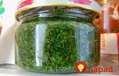 Skvelý tip, ako udržať bylinky čerstvé celé mesiace aj bez zmrazovania Russian Recipes, Salsa Recipe, Pickles, Cucumber, Mason Jars, Tips, Food, Gardening, Diet