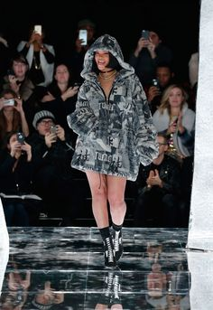Yesterday Rihanna presented her full FENTY PUMA Fall/Winter 2016 collection, the first full collection since teaming up with the German sportswear brand. The first collaboration of the two, the Creeper sneaker, turned out to be a huge success and not only with women. As a result Rihanna presented with her first full collection, a mix …