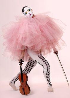 Clown, completed look. Carnival Fashion, Circus Fashion, Le Clown, Circus Clown, Circus Art, Foto Fashion, Fashion Art, Art Du Cirque, Style Année 60