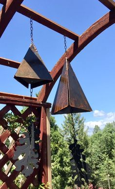 Sale on chimes ends December 19 Hand cut Rusted lg and sm bell wind chimes with a unique rusted fini Welding Crafts, Welding Art, Welding Projects, Metal Projects, Metal Crafts, Sound Sculpture, Bell Sound, Metal Garden Art, Horseshoe Art