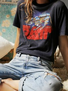 Awesome Mode rock look rock chic femme deguisement rock tenue t shirt decontracte Fashion rock look chic rock woman disguise rock outfit t shirt casual Look Retro, Look Vintage, Vintage Tees, Vintage Graphic Tees, Vintage Hipster, Vintage Grunge, Vintage Rock, Retro Style, Style Année 90