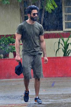 bollywoodmirchitadka: Bollywood actor Shahid Kapoor at a Gym In Bandra, ...