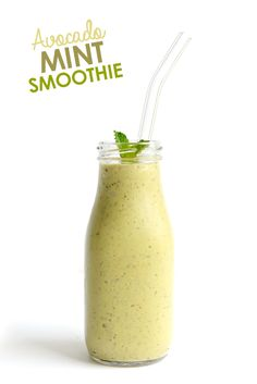 Avocado + Mint = Love! Make this delicious avocado mint smoothie for a refreshing, flavorful smoothie that will keep you fuller longer (thank you healthy fats!).