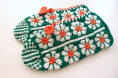 Mitten Gloves, Mittens, Fair Isle Knitting, Drawing Clothes, Color Shapes, Color Inspiration, Making Ideas, Knitted Hats, Knitwear