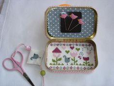 inside tin Matchbox Crafts, Matchbox Art, Cross Stitching, Cross Stitch Embroidery, Cross Stitch Patterns, Small Cross Stitch, Cross Stitch Finishing, Altered Tins, Sewing Accessories
