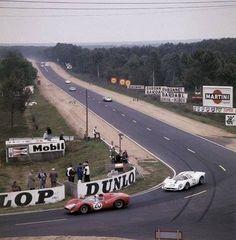 Le Mans 1967, P3/4 chassis 0846 n. 20 di Chris Amon - Nino Vaccarella e la 412P ch. 0844 n.25 NART