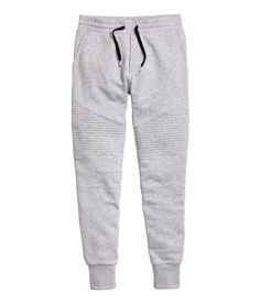 Joggers in sweatshirt fabric with an elasticated drawstring waist, side pockets, back pockets and a slightly lower crotch. Tapered legs with quilted details at the knees and ribbing at the hems. Sweatpants Outfit, Jogger Sweatpants, Grey Joggers, Mens Joggers, Sport Outfits, Cute Outfits, Tomboy Stil, Tomboy Fashion, Women's Fashion