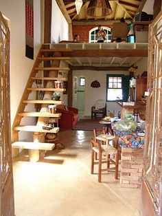 Mesanino Little Houses, Cabanas, Staircase Ideas, Rustic Staircase, Loft Design, House Design, Tiny Loft, Small Homes, Floor Space
