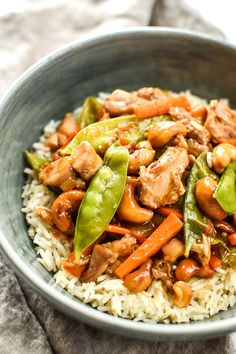 Easy Cashew Chicken Meal Prep - Toasted cashews, snow peas, carrots and juicy cashew chicken for a super simple take-out style meal prep!