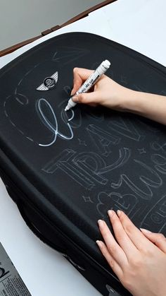 Chalkboard Lettering, Hand Lettering Fonts, Creative Lettering, Brush Lettering, Lettering Tutorial, Hand Lettering For Beginners, Calligraphy Pens, Painted Clothes, Bullet Journal Ideas Pages