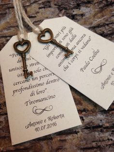 20 Shabby chic placeholders with vintage key-minimum order 20 pieces - Reality Worlds Tactical Gear Dark Art Relationship Goals Antique Keys, Vintage Keys, Key To My Heart, Small Heart, Chic Wedding, Wedding Day, Wedding Anniversary, Wedding Cards, Wedding Invitations