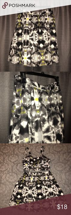 Black and white skirt Black, white and splash of neon yellow patterned skirt. Has an elastic waist, as well as pockets. Is a size large but also fits an extra large. Worn once, great condition! Top shown on the image is a size medium. Mossimo Supply Co Skirts Midi