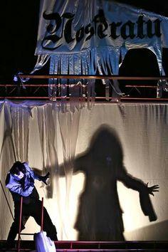 Nosferatu. Academia de Palhaços.  Kombi palco.