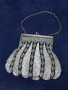 VINTAGE 20s Silver & Black Glass Beaded Purse / Evening Bag Art Deco - STUNNING! #EveningBag