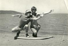 """Gravações do clip de """"Surfista calhorda"""" na praia de Ipanema (Porto Alegre), provavelmente em 1986."""