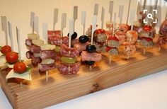 Tapas Restaurant, Party Food And Drinks, Snacks Für Party, Antipasto, Tapas Party, Picnic Foods, Food Design, High Tea, Food Pictures