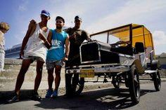 En un país donde pocos ganan lo suficiente para comprarse un auto, un grupo de estudiantes de secundaria cubanos construyó una réplica de un Ford T que funciona con pedales.</p>
