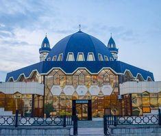 Central mosque in Nalchik, Republic of Kabarda Balkaria, Russia Mosque Architecture, Religious Architecture, Art And Architecture, Beautiful Mosques, Beautiful Buildings, Islamic World, Islamic Art, Central Mosque, La Ilaha Illallah