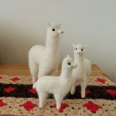 [羊毛フェルトうさぎ][羊毛フェルトアルパカ][羊毛フェルトインコ][羊毛フェルト文鳥] Needle Felted Ornaments, Felt Ornaments, Alpacas, Dyi Crafts, Crochet Crafts, Needle Felted Animals, Felt Animals, Cute Alpaca, Needle Felting Tutorials