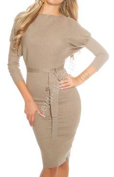 Dzianinowa beżowa elegancka sukienka midi z paskiem 8959
