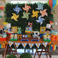 Festa Mundo Bita. Por @perla.eventos #blogencontrandoideias #encontrandoideias #fabiolateles Sunshine Birthday Parties, 1st Birthday Parties, 4th Birthday, Gay Pride, Kite Party, Snoopy Party, Baby Party, Pinwheels, Party Planning