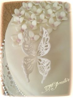 #TMJcreative #royalicing #butterfly #confirmation #cake #torta