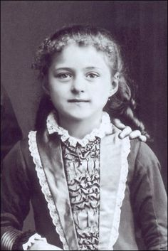 Teresa at the age of 8 years Therese of Lisieux, Teresinha of the Child Jesus, also known as Little Theresa, Little Flower; Sainte Therese De Lisieux, Ste Therese, Catholic Art, Catholic Saints, Catholic Answers, Catholic News, Rare Photos, Vintage Photographs, Images Photos