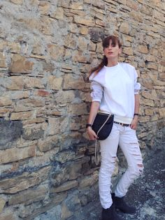 THE FASHIONAMY by Amanda Fashion blogger outfit, made in italy street wear : Total white and grey boots  #white #boots #fashion  #style #girl #blogger #sporty #shoes #fashionblogger #fashionblog #fashion #basic #easy #cool #jeans #denim #booties #trend #summerlooks #summeroutfit #outfit  #deichmann #claudialigari