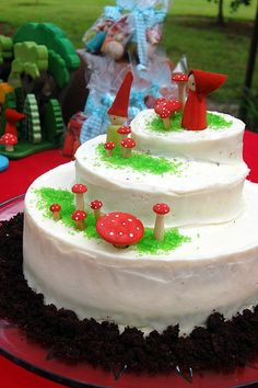 Toadstool cake with gnomes..cute