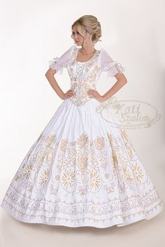 Shinestones, sequins, beads and a lot more. Beat the brightest of stars as you make your method down the aisle in an amazing embroidered gown. Wedding Wear, Wedding Attire, Wedding Gowns, Kinds Of Clothes, Dressy Dresses, Embroidery Dress, Festival Outfits, Beautiful Dresses, Gorgeous Dress