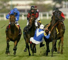 Gary Stevens falls from Storming Home in the final stages of the 2003 Arlington Million after the horse veered out rapidly. Photo: AP