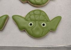 Sugarbelle -Making Yoda Cookies 7 Star Wars Cookies, Star Wars Cake, Star Wars Party, Flood Icing, Brush Embroidery, Have A Great Monday, Crazy Cookies, Baking Party, Star Wars Kids
