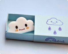 Cute Smiling Cloud Brooch - could make with fimo or felt Diy Fimo, Fimo Clay, Polymer Clay Projects, Polymer Clay Charms, Polymer Clay Creations, Clay Crafts, Plastic Fou, Desu Desu, Cute Clay
