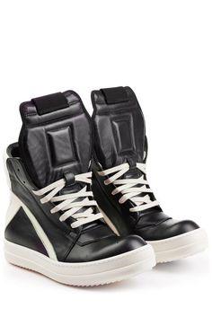 #Rick #Owens #High #> #Top #> #Sneakers aus #Leder #> #Schwarz für #Damen - Leder im kontrastierenden Two > Tone > Look, die breite Gummisohle und die Oversize > Zunge machen die coolen High > Top > Sneakers von Rick Owens zum echten Fashion > Statement  >  Leder in Schwarz und Creme, runde, nach oben zeigende Zehenkappe, cremefarbene Schnürung, Oversize > Zunge, abgesteppte Ferse, seitlicher Reißverschluss in Silber  >  Breite Gummisohle in Creme, Schaft reicht bis über den Knöchel